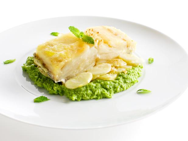 Assado de Bacalhau com batatas e puré de ervilhas